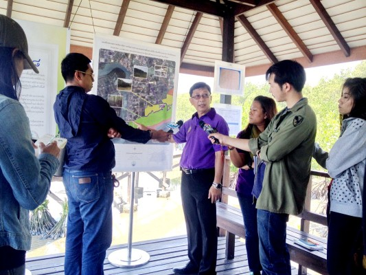 อทช.นำคณะสื่อมวลชนเยี่ยมชมพื้นที่นำร่องการบริหารจัดการป่าชายเลยอย่างยั่งยืน