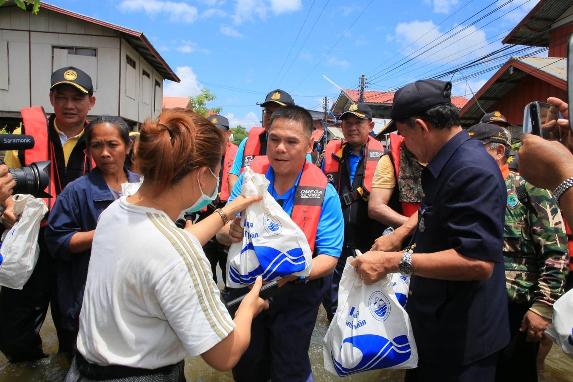 รมว.ทส. ยกทีมช่วยเหลือผู้ประสบอุทกภัย นำความห่วงใยจากรัฐบาลสู่เมืองอุบลฯ